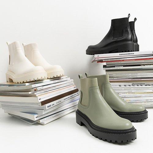 Kombinirajte ih uz kišne dane! ☔💦 . . #supernovahrvatska #stradivarius #shopping #rain #shoes #repost #instadaily #Zadar...